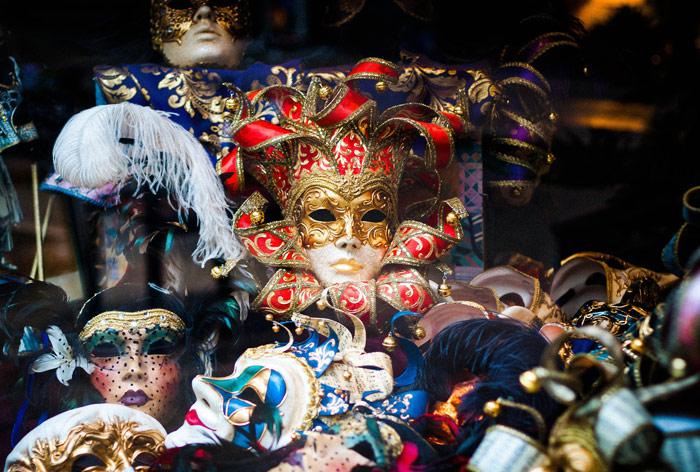 carri e maschere di carnevale